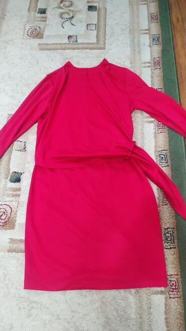 Платье коктельное, размер 44 Вверх на запах, приятный трикотаж Новое