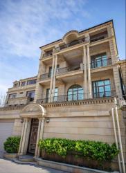 снять особняк в Азербайджан: Очень срочно сдаётся в аренду на долгий срок 5-ти этажный10 комнатны