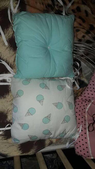 10 подушек, бортики в кроватку