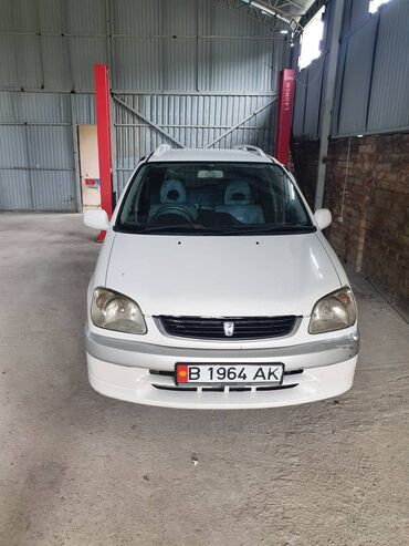 Toyota Raum 2001