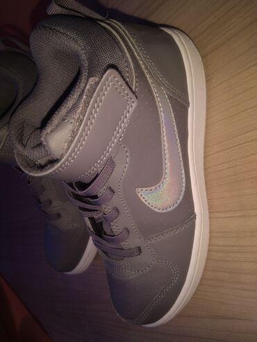 Led rasveta - Smederevo: Nike original decije patike u prfektnom stanju bukvalno kao nove. Vel