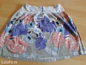 Prelepa cvetna kratka suknjica. Sa zadnje strane se nalazi lastiz - Belgrade