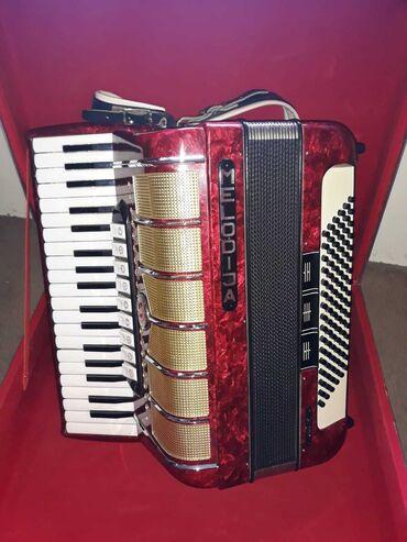 Harmonike - Srbija: Harmonika MELODIJA, odlično očuvana, kao nova. Ima 80 basova i sve u