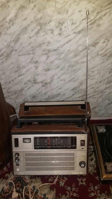 Bakı şəhərində Qedimi (sovet) radiosu. Tam islek veziyyetdedir.