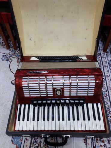 Продаю аккордеон 4/4 немецский в хорошем состоянии