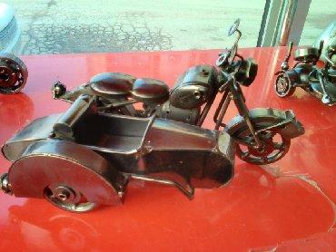 Stariniy motocikl, dlya kollekciyi, jelezniy
