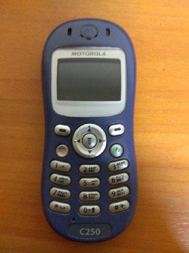 motorola в Кыргызстан: Моторола с250 телефон Мамонт корпус как камень . Зарядка не родной