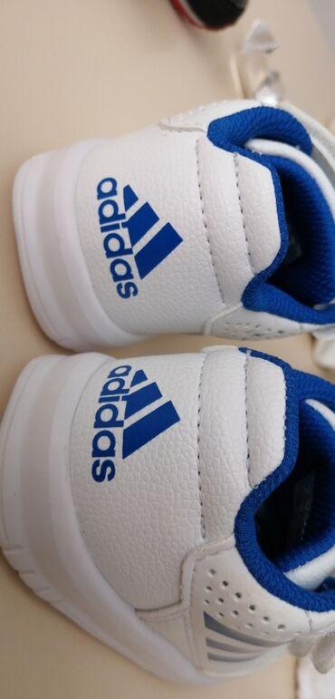 детские обувь в Кыргызстан: Продаю оригинал ботасы Adidas ортопедические, РАЗМЕР!!!! БЕЛЫЙ 6s, Ч