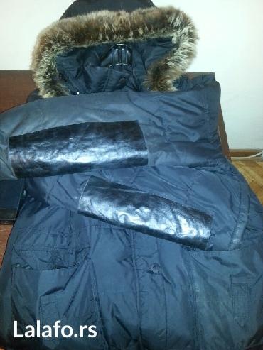 Akcija-prodaje se crna duza perjana jakna sa kapuljacom i kozom na - Crvenka