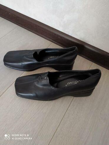 черные женские туфли в Кыргызстан: Женские черные туфли 38 размер состояние отличное