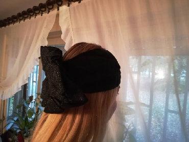 Crna sa masnom - Srbija: Fenomenalan fascinator crne boje protkan srebrnim lameom, sa masnom sa
