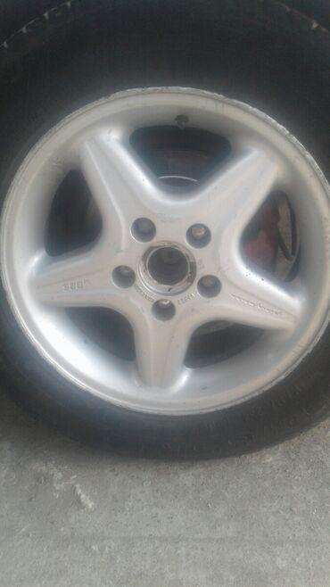 диски 15 купить в Кыргызстан: Куплю такой диск 1 шт можно с резиной 195.65. 15 размер на мерс