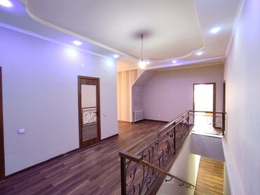 футбольный поля бишкек в Кыргызстан: Продается квартира: 3 комнаты, 161 кв. м