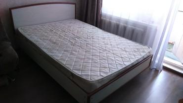 Продаю кровать с матрасом и комод, б/у кровать 150/200 в Бишкек