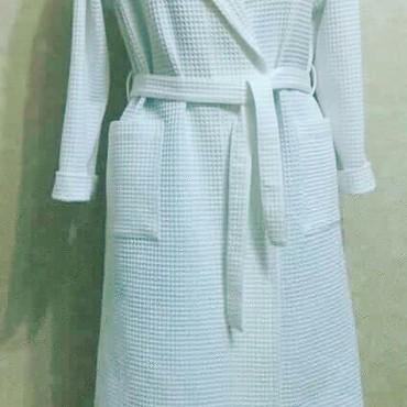 Женская одежда в Лебединовка: Банные халаты вафельные. Очень удобно после купания на пляже или в