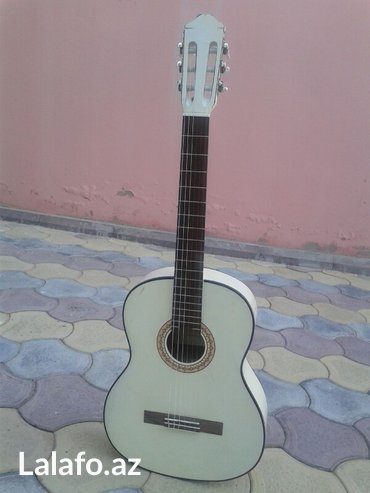 Bakı şəhərində Rivertone lc-18 klassik gitara. Tezedi demek olar. Turkiyeden getirmiw