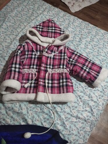 Тёплая курточка на девочку в хорошем состоянии на 1-2