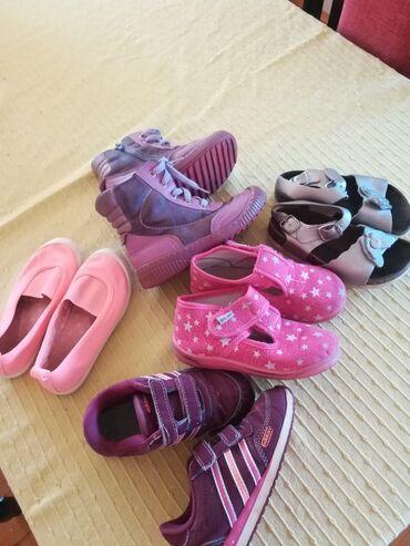 Dečija odeća i obuća - Lajkovac: Decija obuca. Adidas patikice 27 br., a Grubin sandale 29 br. Ovo