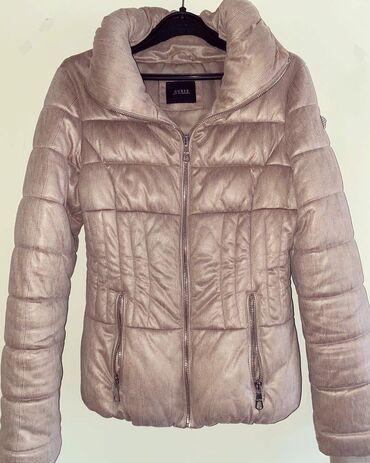 Guess original jaknica, nosena jednom jaknica je kao nova, veoma je to