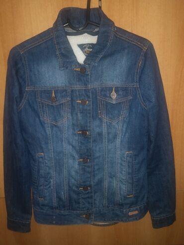 Teksas jakna nova, velicina s, postavljena unutra krznom mekanim koje