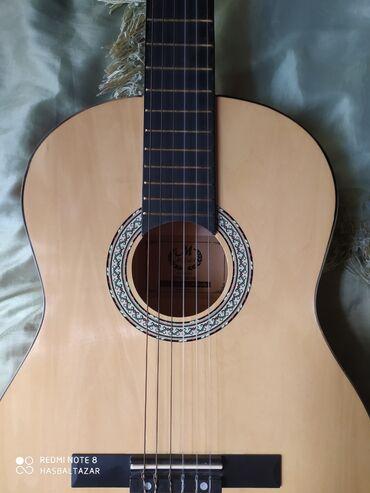 real gitara - Azərbaycan: Klassik Gitara 130 manata alınıb,100 manata satılır. Üstündə qalın çan