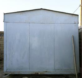 Vaqon-konteyner. Zirə qəsəbəsində yerləşir. Ölçüsü 3mx5m (15 m2). İki