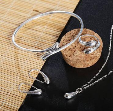 AKCIJA Set od rebra 925 Sastoji se od narukvice, minđuša, ogrlice i