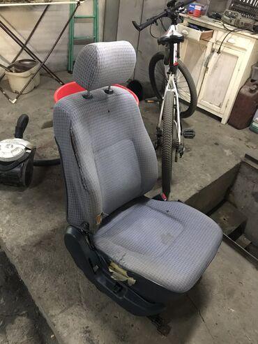 На Паджеро 2 сидушки сидения кресла требуют ремонта механизмы все це