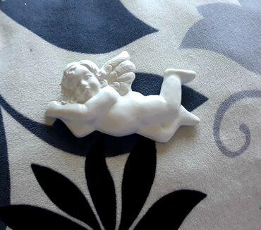 Figure Belog Andjela od gipsa,kace se na zid .Visina 4-5 cm,duzina 12