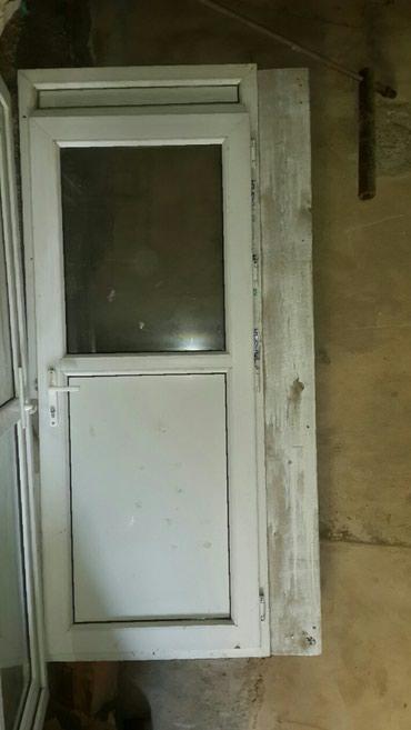Bakı şəhərində Plastik qapı əla keyfiyyətli hündürlüyü 223 eni 90