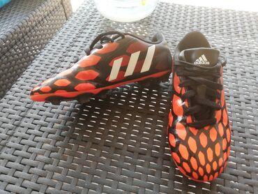 Dečije Cipele i Čizme - Varvarin: Adidas original kopacke br36 nemaju ostecenja ekstra kopacke