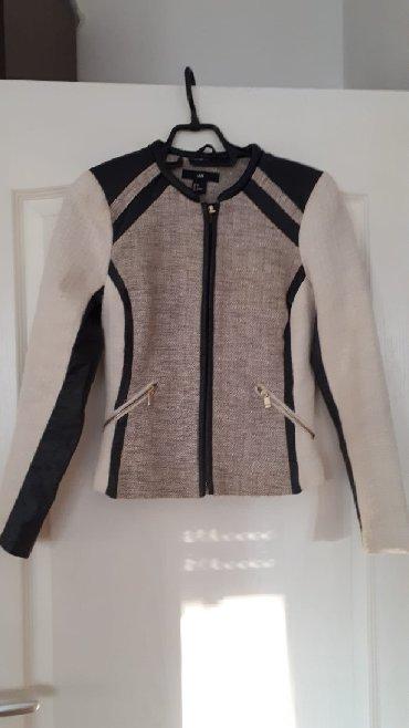 Jakna elegantna usko stoji H&M