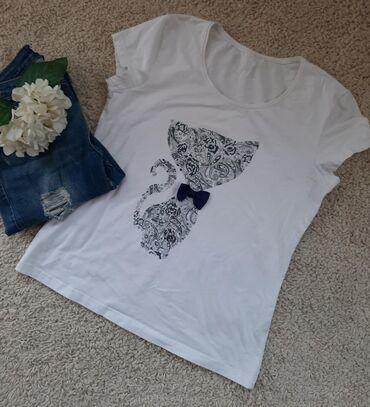 Prelepa majica sa macom. Bele boje sa cirkonima i leptir masnom