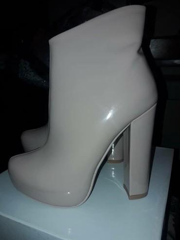 Женская обувь в Талас: Продаю сапоги деми новая размер 36-37 покупали за 2.200 отдам за