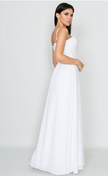 Продаётся женское белое платье. размер S, 42-44