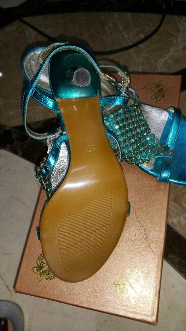 Bakı şəhərində Совсем новые 37 размер. высота каблука 8. 5 см.