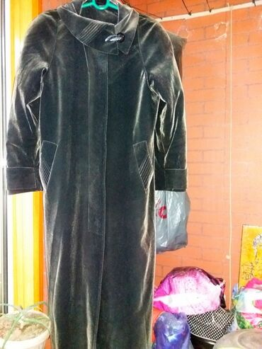 Продаю женское демисезонное велюровое пальто на рост 1м 70- 75размер