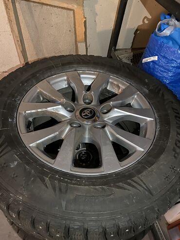 железные диски r15 в Кыргызстан: Продаю диски с зимней шипованной резиной Dunlop на Toyota Land Cruiser