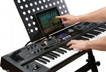 Синтезаторы - Бишкек: Синтезатор Roland. Состояние новый.Профессиональный Roland vr-09