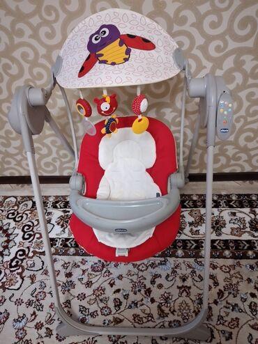 Детская мебель - Цвет: Красный - Бишкек: Электрокачеля chicco 5500с