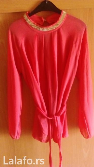 Košuljica svetlo narandzaste boje ali zbog blica izgleda ovakva - Vrnjacka Banja
