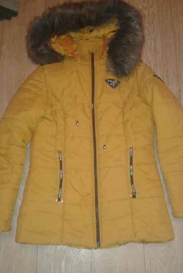 Зимняя куртка.Размер 44-46. Ярко-горчичного цвета .Капюшон и мех