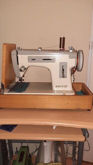 Oze i posebno jedna - Srbija: Prodajem odlično očuvanu i potpuno ispravnu kofer šivaću mašinu