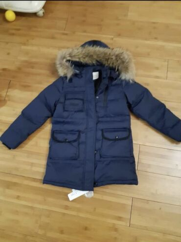 Продаю зимную куртку на лет 8 -9 лет на рост 150 куртку новая мех нату