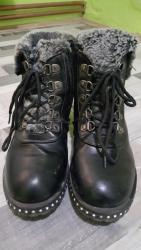 Postavljene cipele br.36 obuvene svega par puta kao nove su