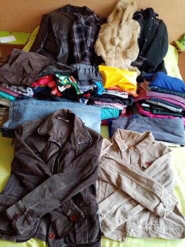 Zenske garder - Srbija: Garderoba uglavnom iz uvoza, ocuvana.  U paketu imaju jakne, farmerke