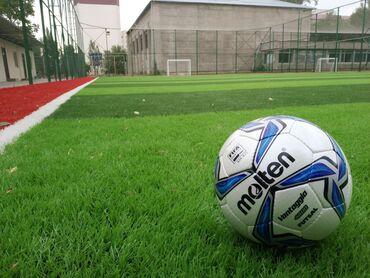 - Футбольные поля в центре города - Качественный газон - Удобные разде
