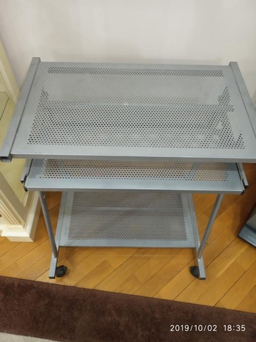 столик прикроватный в Азербайджан: Компьютерный алюминиевый столик в отличном состоянии