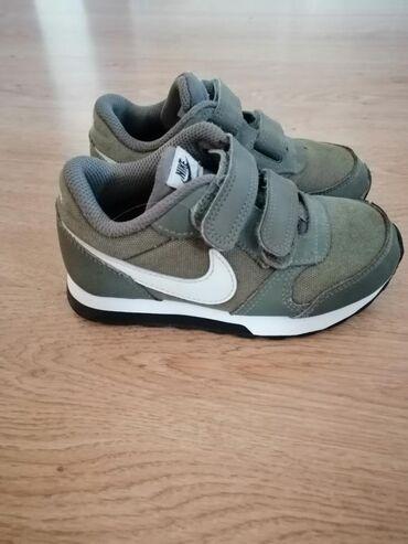 Dečije Cipele i Čizme - Borca: Patike Nike. Broj 26. Slikala sam oštećenja