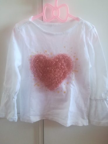Bela majica sa srcem i okolo zlatnim detaljima, rukavici na lastis - Belgrade